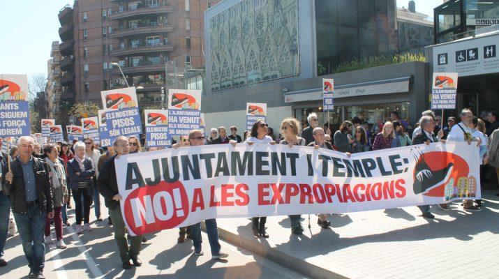 Vecinos de la Sagrada Familia protestan por el acuerdo alcanzado entre el templo y Ayuntamiento // Ángel Herrezuelo Die