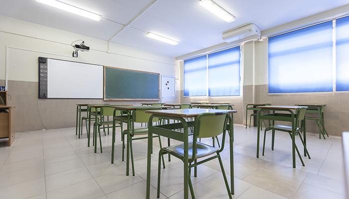 Clase vacía de un colegio