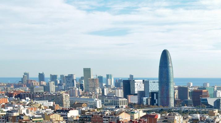 El cielo de Barcelona durante un día despejado
