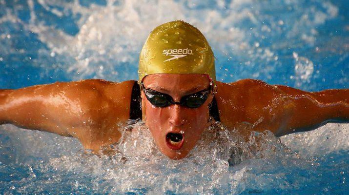 Mireia Belmonte nadando