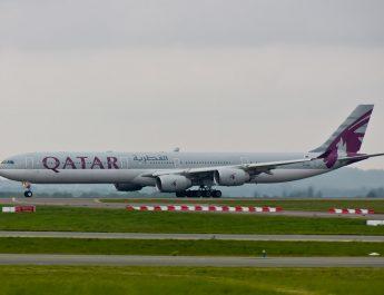 Avión de la compañía Qatar con material sanitario. Realizada por @yakusa77