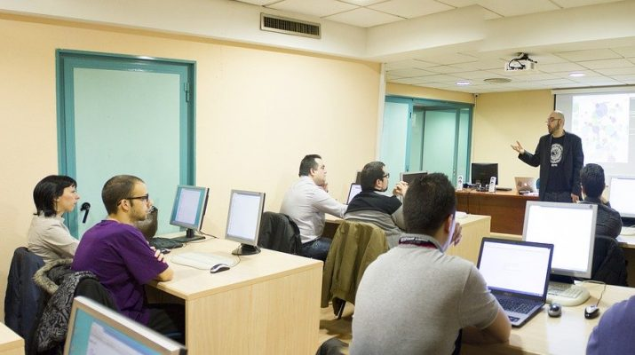 Alumnos en una clase