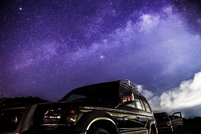 Cine al cielo abierto visto desde un coche