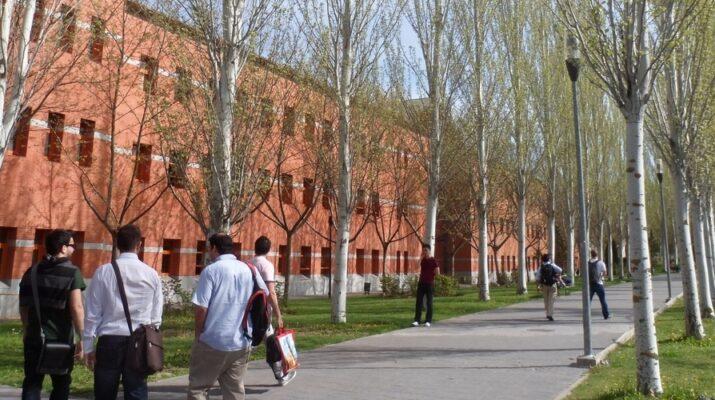 Imagen de la fachada del aulario de Vicálvaro de la Universidad Rey Juan Carlos