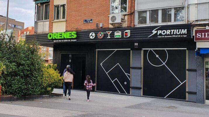 Casa de apuesta en el distrito obrero de Carabanchel, Madrid.