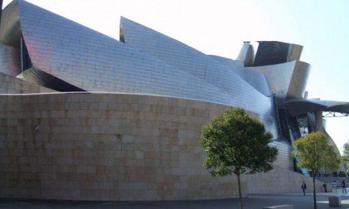 El Museo Guggenheim de Bilbao organiza visitar y talleres interactivos. Zarateman CC0 1.0.